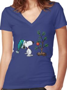 Christmas snoopy Women's Fitted V-Neck T-Shirt