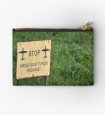 airport sign Studio Pouch