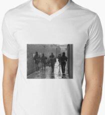 IRA gunmen in West Belfast  Men's V-Neck T-Shirt