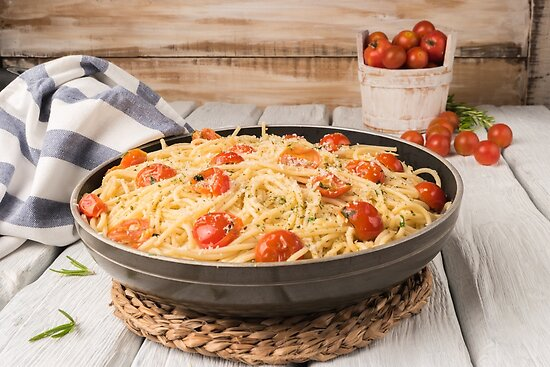 Spaghetti pasta with tomatoes by Ana Marques