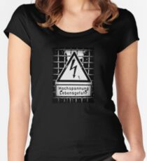 hochspannung lebensgefahr Women's Fitted Scoop T-Shirt