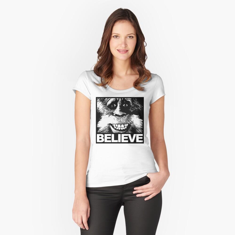 Glauben Sie an Bigfoot Tailliertes Rundhals-Shirt