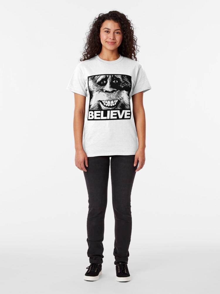 Alternative Ansicht von Glauben Sie an Bigfoot Classic T-Shirt