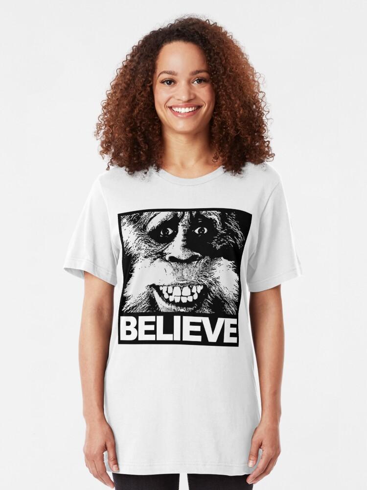 Alternative Ansicht von Glauben Sie an Bigfoot Slim Fit T-Shirt