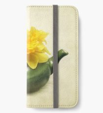 Dreaming About Daffodils  iPhone Wallet/Case/Skin