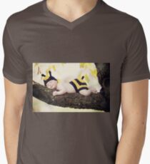 New born baby girl dressed as a bee. T-Shirt