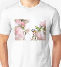 Little bird in beautiful tree worm in mouth T-Shirt