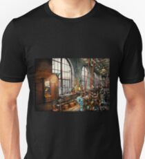 Building Trades - Machinist - Back in the days of yesterday Unisex T-Shirt