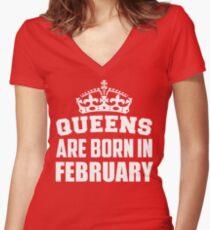 Camiseta entallada de cuello en V Queens nacen en febrero