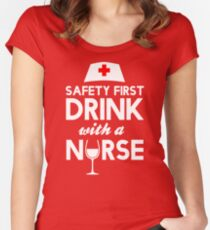 Safety first drink with a nurse Tailliertes Rundhals-Shirt
