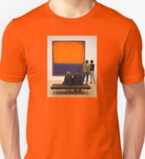 PEOPLE AT AN EXHIBITION 3049 T-Shirt