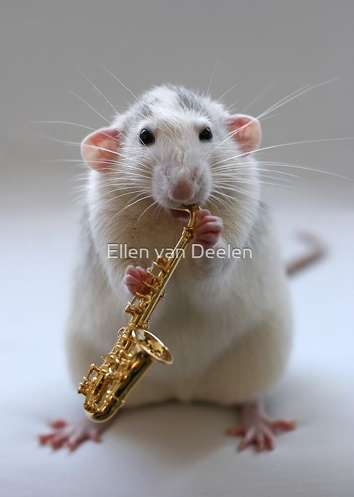 Trying to play the saxophone. by Ellen van Deelen