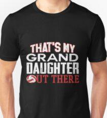 Ungezähmte T-Stücke - stolzer Volleyball-Großvater-Kleidung-Thats mein Enkelin dort draußen Volleyball-Hemd - Fußball-Stützhemd für Großeltern Slim Fit T-Shirt