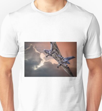 Vulcan XH558 takes off at Farnborough 2014 T-Shirt