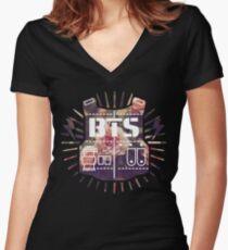 BTS Tailliertes T-Shirt mit V-Ausschnitt