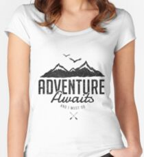 ADVENTURE AWAITS T-shirt échancré