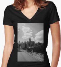 Bouzov Women's Fitted V-Neck T-Shirt