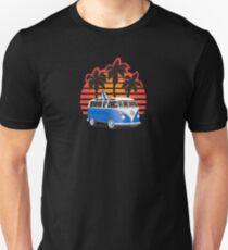 Hippie VW Split Window Bus w Surfboard & Palmes Unisex T-Shirt