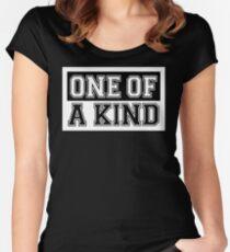 Camiseta entallada de cuello ancho ♥ ♫ One of A Kind - Reglas de BingBang GD ♪ ♥