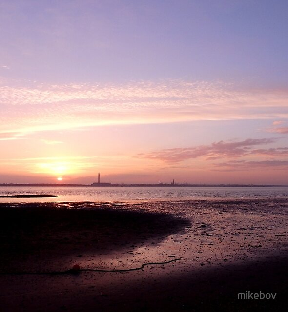 Sunset across the Solent by mikebov