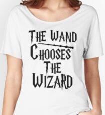 The wand chooses the wizard Women's Relaxed Fit T-Shirt