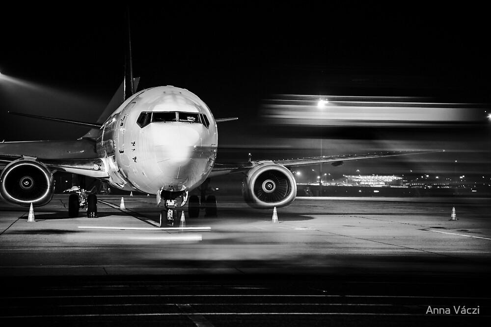 airplane front close-up by Anna Váczi