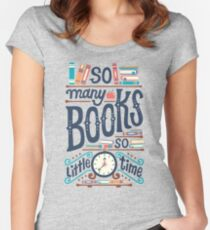 Camiseta entallada de cuello ancho Muchos libros, poco tiempo