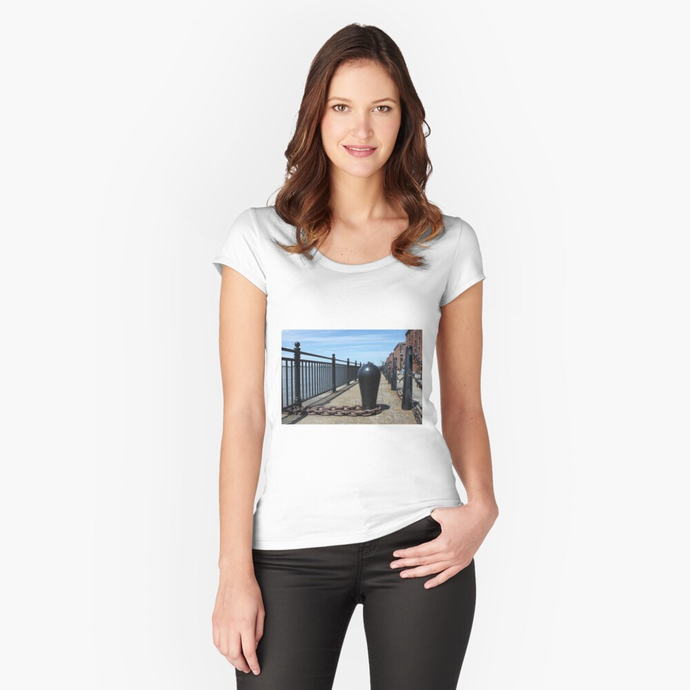 Old Boat Chain Next To The River Mersey, Liverpool, Merseyside Fitted Scoop T-Shirt