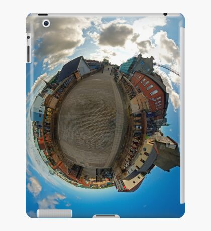 City Walls of Derry at Ferryquay Gate iPad Case/Skin
