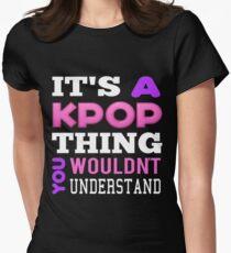 Ein KPOP THING - SCHWARZ Tailliertes T-Shirt für Frauen