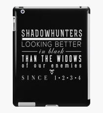 """Vinilo o funda para iPad Los instrumentos mortales: """"Cazadores de sombras"""""""