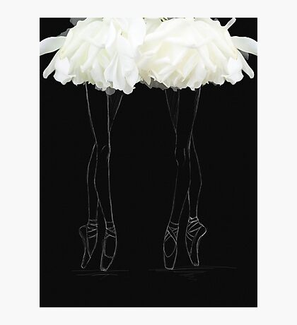 En pointes ballerinas Photographic Print