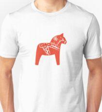 Rotes Dalapferd-schwedisches hölzernes Pferd Slim Fit T-Shirt