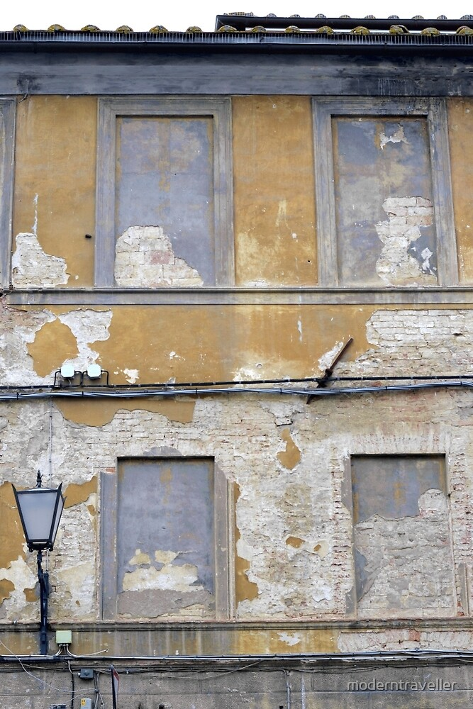 Faded frontage in Italy by moderntraveller