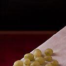 12 grapes by Antonio Arcos aka fotonstudio