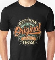 Used look 65 Years Original since 1952- Birthday gift 65th for shirt cups and many more. T-Shirt
