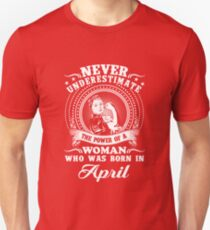 The power of a woman who was born in april T-shirt Unisex T-Shirt