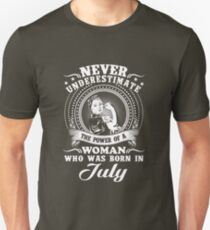 The power of a woman who was born in july T-shirt Unisex T-Shirt