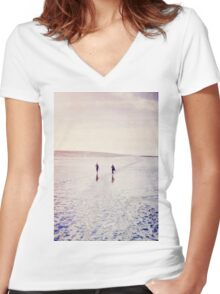 Surfers in the snow. T-shirt femme moulant col V