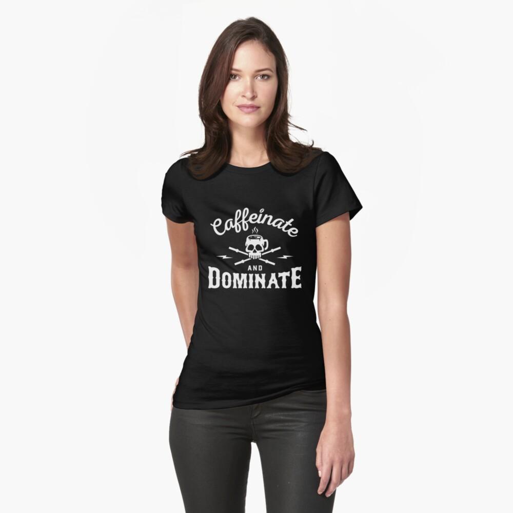 Caffeinate und dominieren Tailliertes T-Shirt