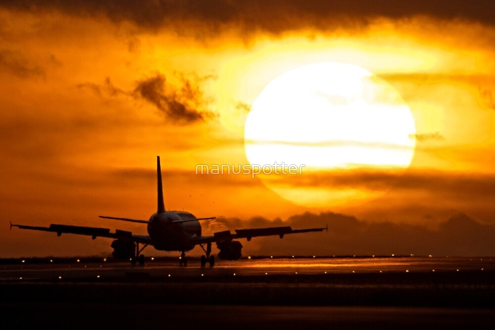 Plane with sun by manuspotter
