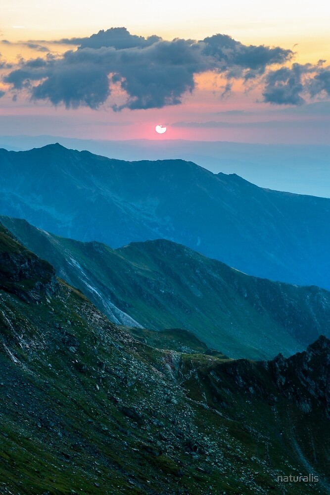 Mountain range at sunset by naturalis