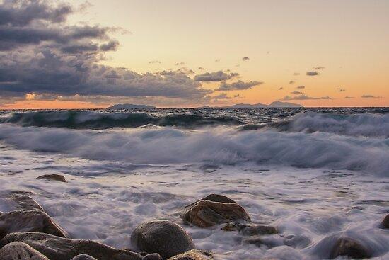 Waves  by fabioscrima