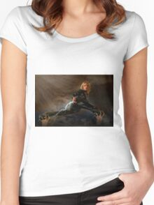 Domina Women's Fitted Scoop T-Shirt