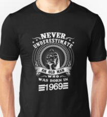Never underestimate an old man who was born in 1969 Unisex T-Shirt