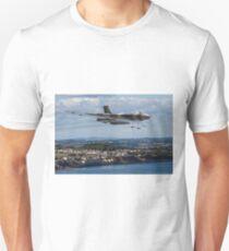 Final flight of Avro Vulcan XH558 at Dawlish Unisex T-Shirt
