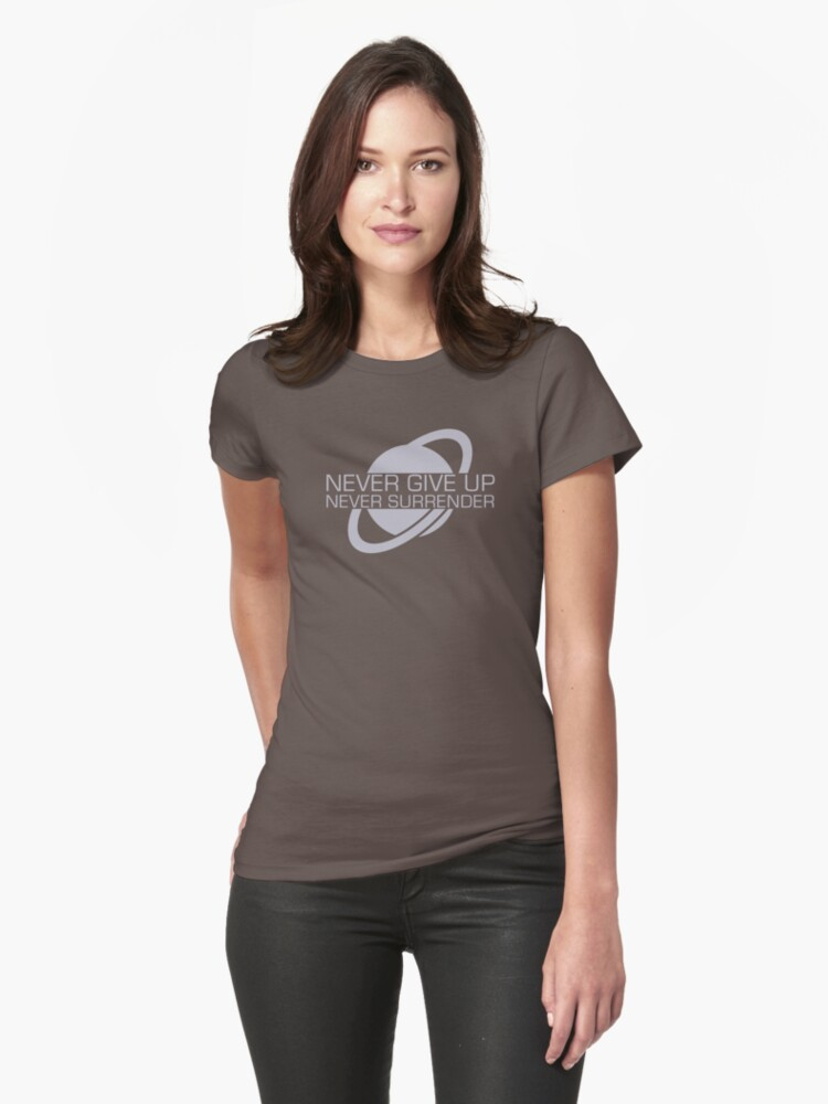 BOYS /& GIRLS T-Shirt S-XL Galaxy Quest Movie NEVER GIVE UP NEVER SURRENDER