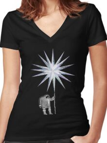 Old Man Winter Hermit and North Star Women's Fitted V-Neck T-Shirt