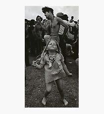 Lámina fotográfica niña bailando en Woodstock