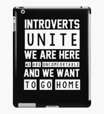 Vinilo o funda para iPad Los introvertidos se unen. Estamos aquí, nos sentimos incómodos y queremos irnos a casa